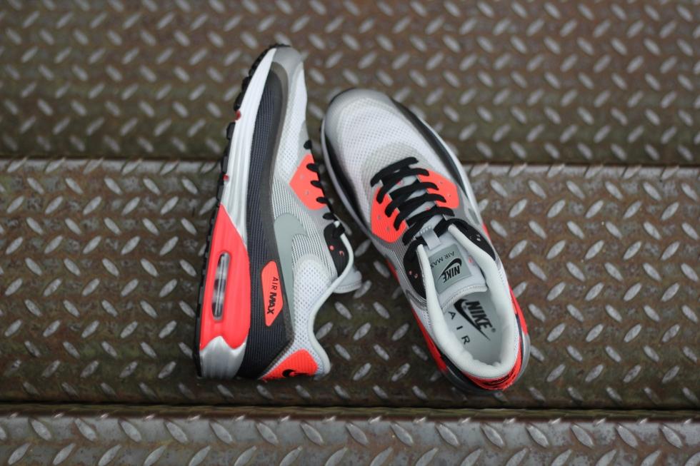 Closer Look: Nike Air Max Lunar90 Infrared