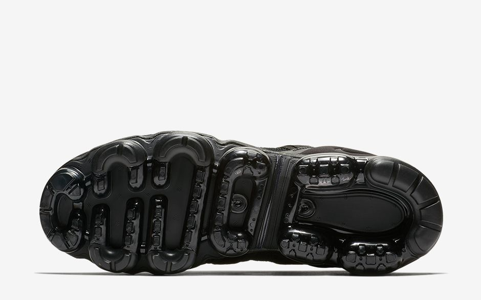 pick up 97ce6 e787f Brave Through All Terrains With The Vapormax Flyknit Utility ...